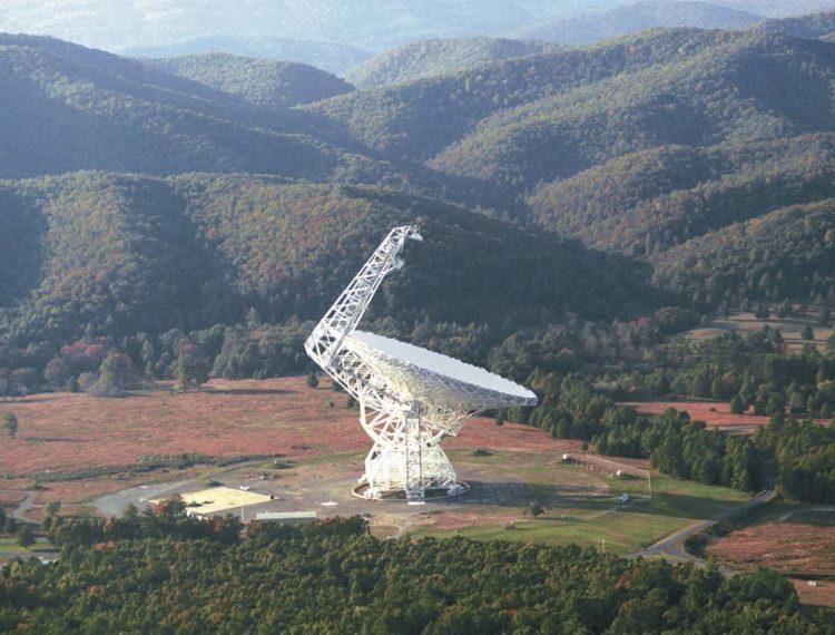 Astrónomos detectan un extrañas rafagas de señales de radio localizado a unos 500 millones de años luz de origen desconocido
